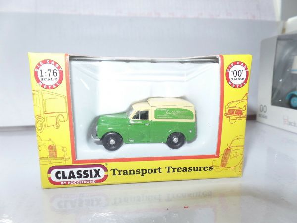 Classix EM76647 1/76 OO Scale Morris Minor Van Southdown Bus Support Vehicle